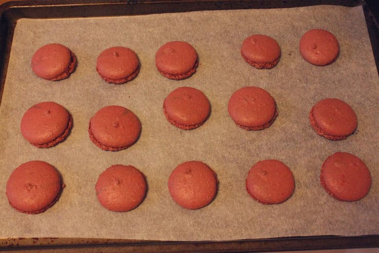 making red velvet macarons