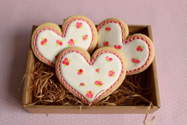 roses heart cookie