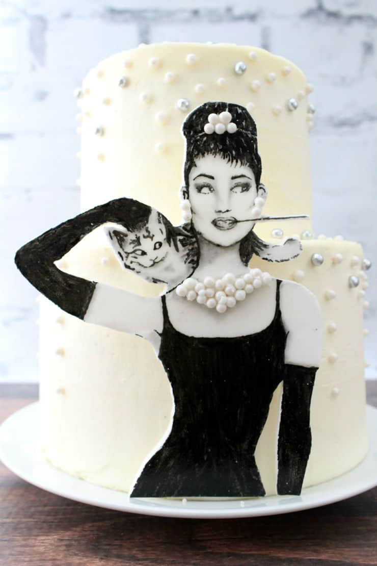 A Breakfast at Tiffany's inspired cake!