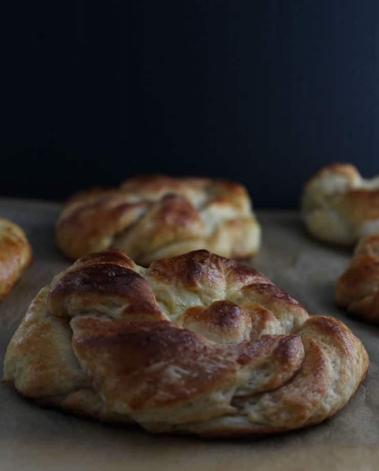 Make your mornings just a little sweeter with these apple cinnamon knot pastries! | The Simple, Sweet Life