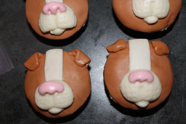 making fondant dog cupcakes
