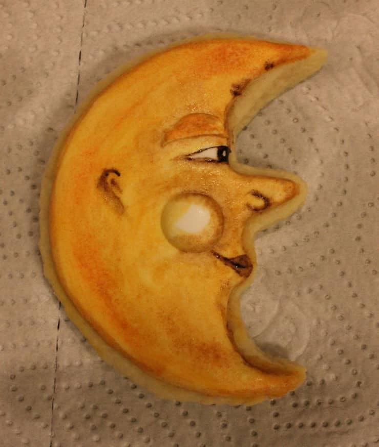 painting moon cookies