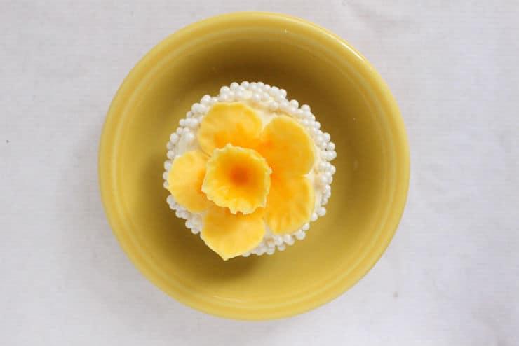 fondant daffodil