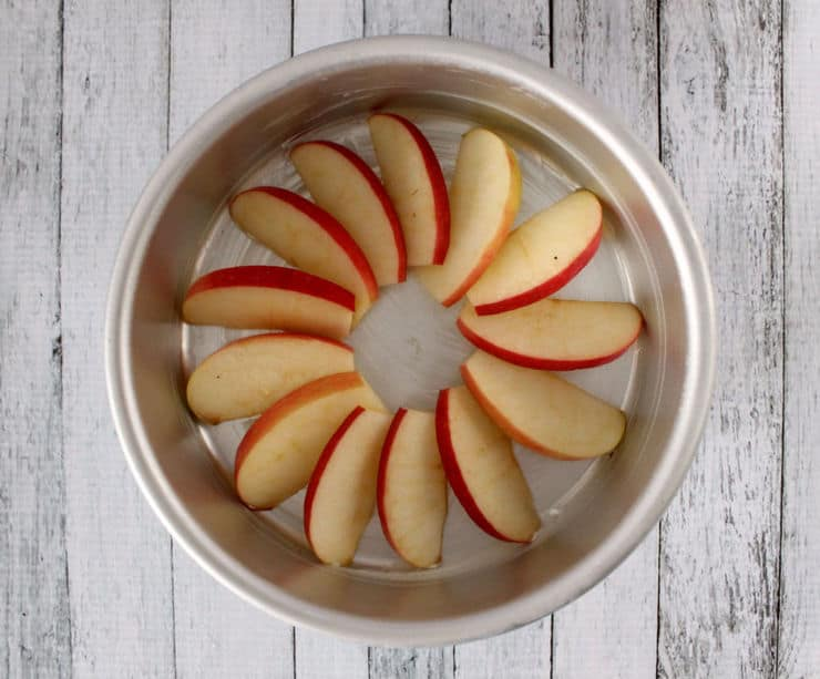 apple lined cake pan