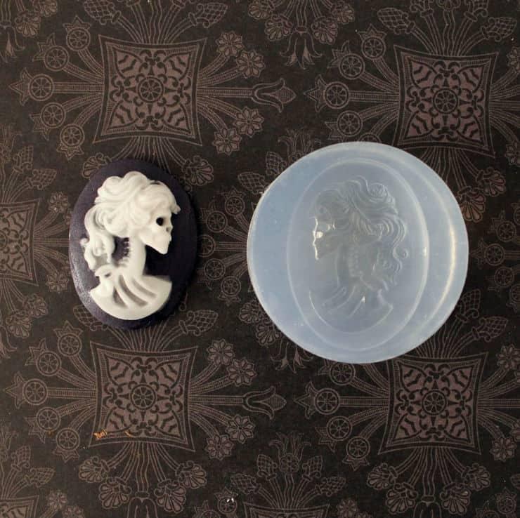 using fondant molds