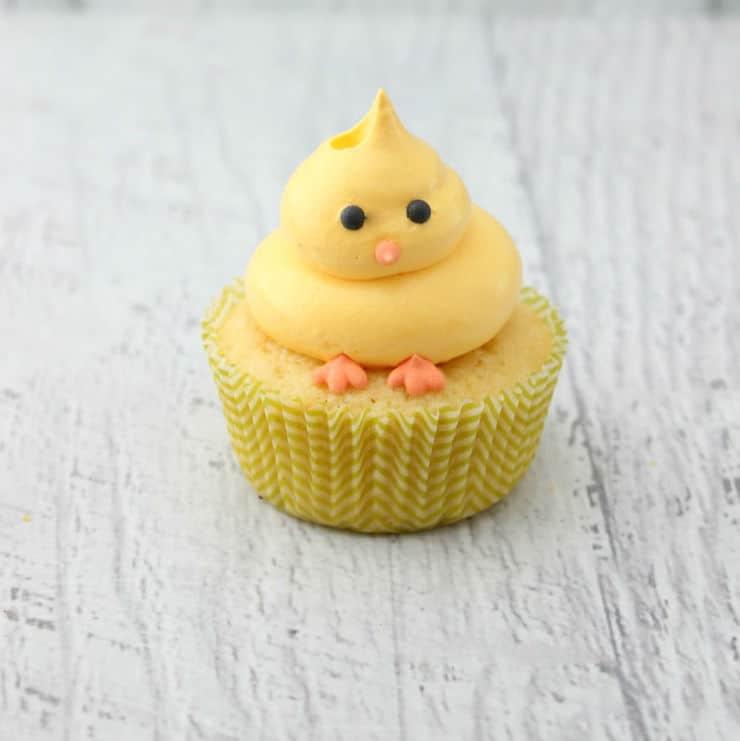 Piping chick cupcakes