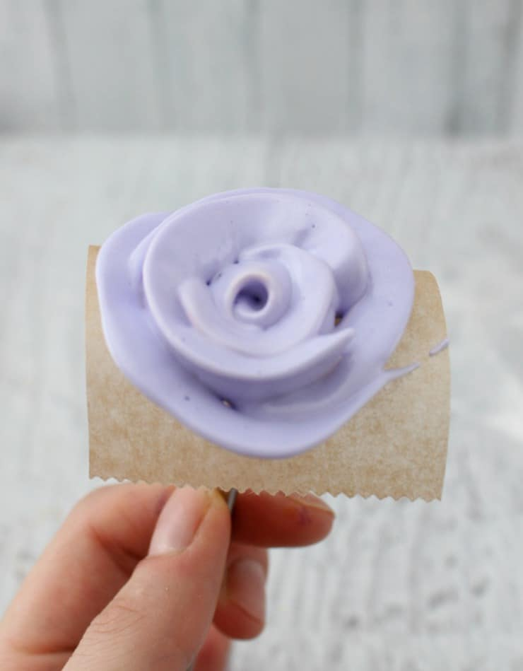 Making meringue roses