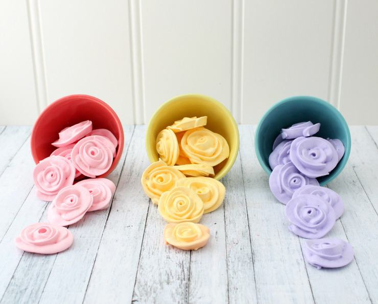 These meringue roses are perfect for decorating cakes, cupcakes, or even just for eating!