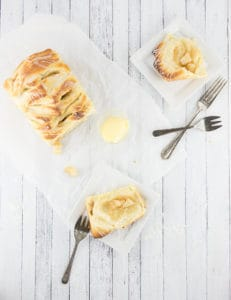 Your morning is sure to be sweet with this apple pie pull apart bread in it! Perfect for brunch or weekend breakfasts! From the Sweet, Simple Life