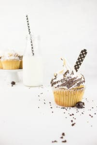 Chai latte cupcakes + toasted chai latte meringue frosting with crushed chocolate covered espresso beans = chai latte cupcake heaven!