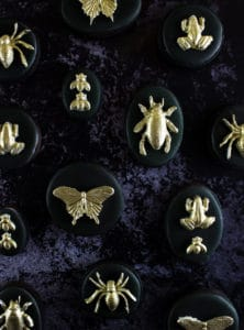 These gilded insect cookies are equal amounts sweet, spooky and glam. And just what your Halloween treat table needs!